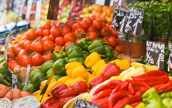 Farmers' markets offer just-picked produce. (iStock)